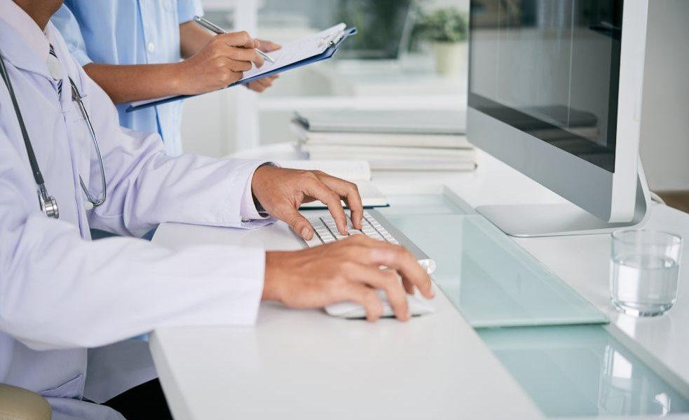 (Saúde) 5 maneiras pelas quais a assinatura digital pode ajudar os profi...